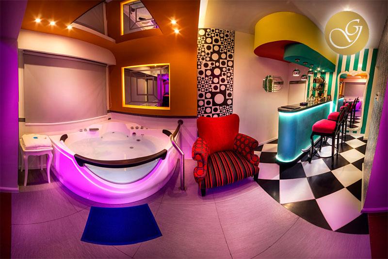 hoteles-desde-paredes-despintadas-jacuzzis-lujo